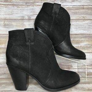 Vince Camuto Hillsy 8M Western Style Ankle Boots